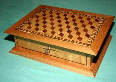 Kästchen aus Holz